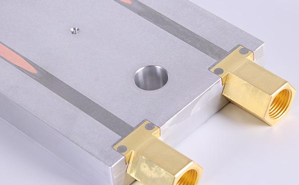 影响水冷板设备的换热器效率和使用寿命的因素有哪些?